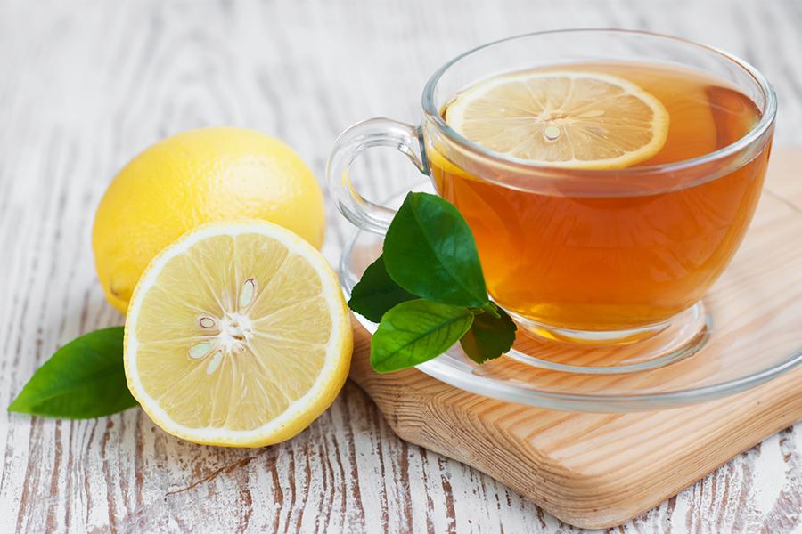 Чтобы усилить выход токсинов из организма, добавляется небольшая долька лимона. Но такой напиток лучше употреблять только при отсутствии проблем с ЖКТ.